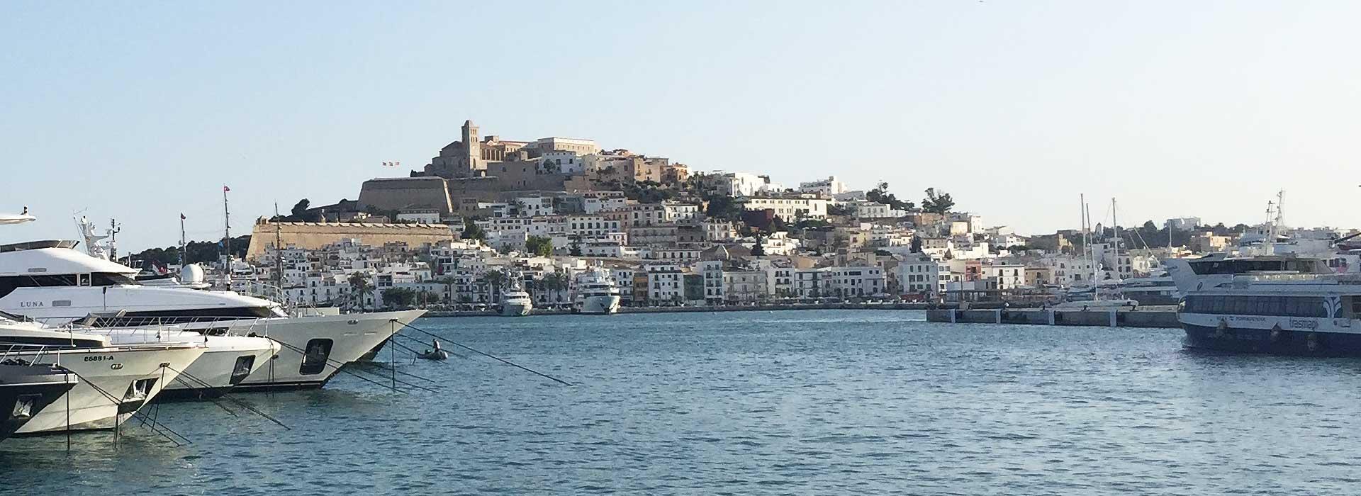 <small>Über Ibiza</small>Die besondere Insel der Balearen