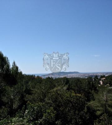 Baugrundstück mit Baulizenz in Jesus mit Blick über die Stadt und das Meer