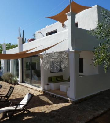 Finca mit Blick auf Ibiza