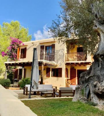 Villa im attraktiven ibizenkischen Stil